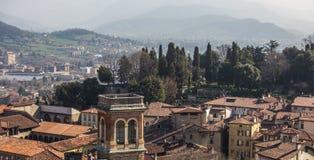 Vista superiore della città e dei tetti di Bergamo Fotografie Stock