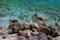 Vista superiore della costa rocciosa Fotografie Stock Libere da Diritti