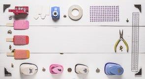 Vista superiore della disposizione degli strumenti per cucito Fotografia Stock Libera da Diritti