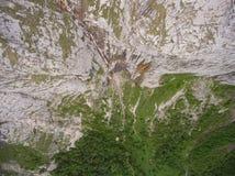 Vista superiore della foto aerea Cascata di Fisht Riserva naturale di Caucaso Immagine Stock Libera da Diritti