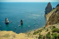 Vista superiore della laguna marina in cui ci sono navi un giorno soleggiato Fotografia Stock Libera da Diritti