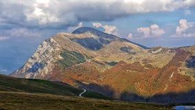Vista superiore della montagna di Montebaldo immagini stock