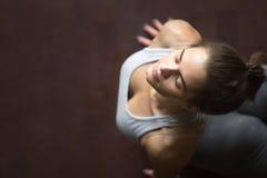 Vista superiore della posa ascendente di yoga del cane o della cobra del rivestimento Fotografie Stock