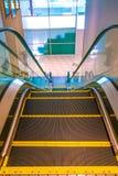 Vista superiore della scala mobile dell'ospedale fotografie stock
