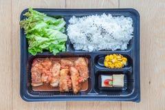 Vista superiore della scatola di plastica del Togo di bento, riso giapponese scorso con Immagini Stock