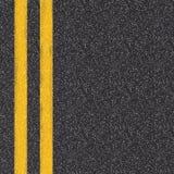 Vista superiore della strada asfaltata con le linee gialle Immagini Stock