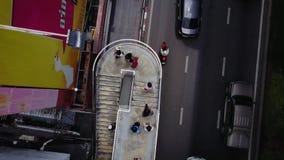 Vista superiore della strada e delle rotaie del ponte Paesaggio che sviluppa distretto aziendale moderno di Bangkok Superstrada a Fotografia Stock Libera da Diritti