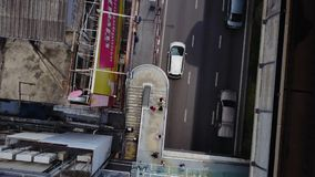 Vista superiore della strada e delle rotaie del ponte Paesaggio che sviluppa distretto aziendale moderno di Bangkok Superstrada a Fotografie Stock Libere da Diritti