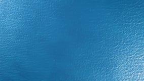 Vista superiore della superficie del mare stock footage