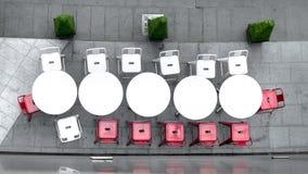 Vista superiore della tavola e delle sedie di cerchio bianche ad all'aperto Fotografia Stock