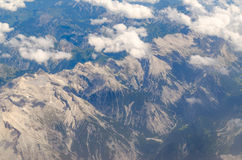 Vista superiore delle montagne delle alpi dalla pianura Immagini Stock