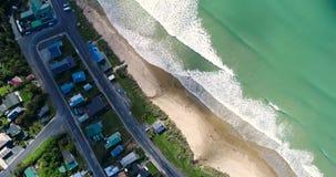 Vista superiore delle onde di oceano verde smeraldo arrivanti Shevelev stock footage
