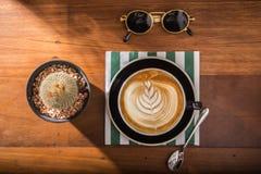 Vista superiore di arti della schiuma del latte del caffè fotografie stock libere da diritti