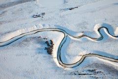 Vista superiore di The Creek sulla pianura nell'inverno Fotografia Stock