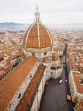 Vista superiore di Firenze del duomo il giorno nebbioso Fotografie Stock