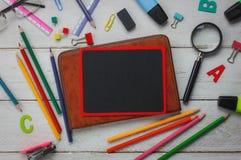 Vista superiore di nuovo al concetto della scuola ed al fondo di istruzione Fotografie Stock