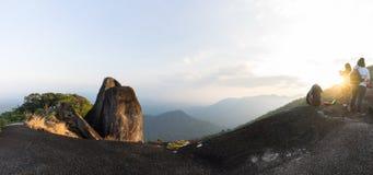 Vista superiore di panorama della montagna quando tramonto Immagine Stock