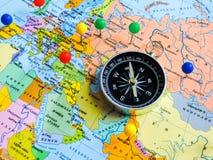 Vista superiore di progettazione un viaggio o dei sogni di pianificazione di viaggio di avventura Programma del mondo concetto di fotografie stock