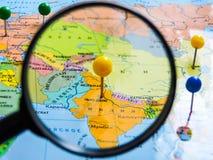 Vista superiore di progettazione un viaggio o dei sogni di pianificazione di viaggio di avventura Programma del mondo concetto di fotografie stock libere da diritti
