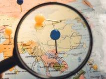 Vista superiore di progettazione un viaggio o dei sogni di pianificazione di viaggio di avventura Programma del mondo concetto di immagine stock