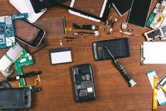 Vista superiore di riparazione del telefono Fotografia Stock