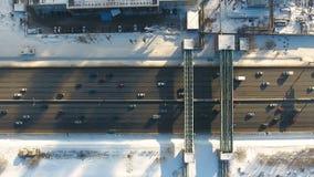 Vista superiore di traffico su un'autostrada senza pedaggio aereo royalty illustrazione gratis