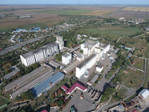 Vista superiore di un elevatore del silo Oggetto di industriale di Aerophotographing Fotografia Stock