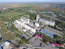 Vista superiore di un elevatore del silo Oggetto di industriale di Aerophotographing Immagini Stock Libere da Diritti