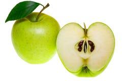 Vista superiore di un gruppo di fette verdi della mela isolate su un fondo bianco Fotografie Stock Libere da Diritti