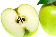 Vista superiore di un gruppo di fette verdi della mela isolate su un fondo bianco Immagine Stock Libera da Diritti