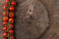 Vista superiore di un mazzo di pomodoro ciliegia Fotografia Stock Libera da Diritti