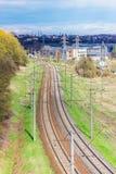 Vista superiore di un vassoio ferroviario in periferia Fotografia Stock Libera da Diritti