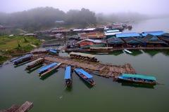 Vista superiore la barca La vista sul ponte & sul x22; Lunedì Bridge& x22; Fotografie Stock Libere da Diritti