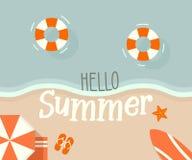Vista superiore progettazione allegra della riva della spiaggia di retro con ciao il messaggio di estate illustrazione di stock
