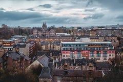 Vista superiore sulla città di notte di Edimburgo fotografie stock libere da diritti