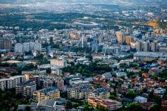 Vista superiore sulla città di Skopje in Macedonia fotografia stock