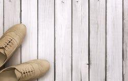 Vista superiore sulle scarpe delle donne fotografia stock