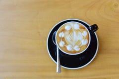 Vista superiore un la tazza di caffè, arte del cappuccino, arte del latte, latt caldo fotografia stock