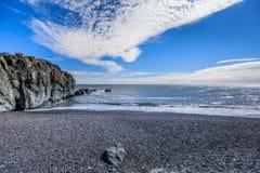 Vista surpreendente ao litoral fantástico de Islândia imagens de stock royalty free