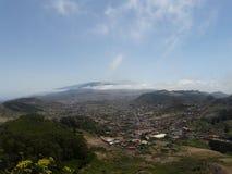 a vista surpreendente da cidade da montanha em Tenerife, Espanha Imagem de Stock Royalty Free