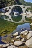 Vista surpreendente da ponte do diabo perto da cidade de Ardino, Bulgária fotografia de stock royalty free