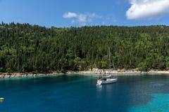 Vista surpreendente da praia de Foki Fiskardo, Kefalonia, Grécia Foto de Stock Royalty Free