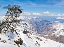 Vista surpreendente de cumes do inverno da estância de esqui de Val Thorence, vale 3 Fotografia de Stock