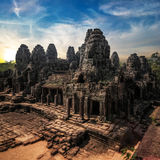 Vista surpreendente do templo de Bayon no por do sol Angkor Wat, Cambodia Foto de Stock
