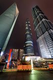 Vista surpreendente dos arranha-céus em Shanghai na noite, China Imagem de Stock