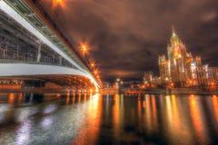 Vista surrealista del fiume di Mosca di notte Fotografia Stock