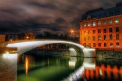 Vista surrealista del ponte sopra il fiume di Mosca Fotografia Stock