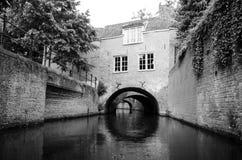 Vista típica em casas velhas no centro histórico de Den Bosch foto de stock