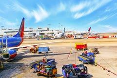 Vista terminale dell'aeroporto di Los Angeles nominata da Tom Bradley Vista dell'aerodromo con gli aeroplani fotografie stock