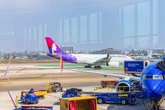Vista terminale dell'aeroporto di Los Angeles nominata da Tom Bradley Vista dell'aerodromo con gli aeroplani immagini stock